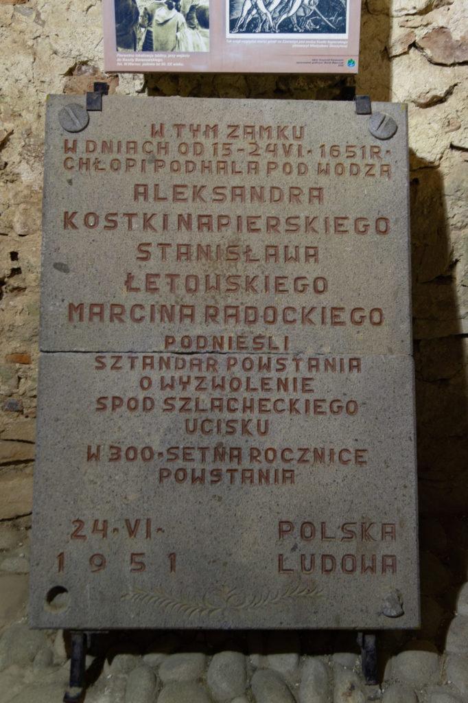 Tablica upamiętniająca bunt chłopów pod wodzą Aleksandra Kostki-Napierskiego