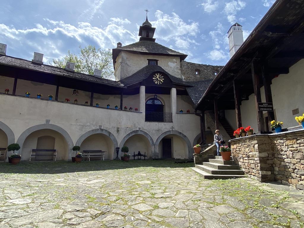 Dziedziniec zamku dolnego