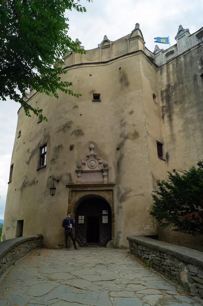 Brama wjazdowa z portalem