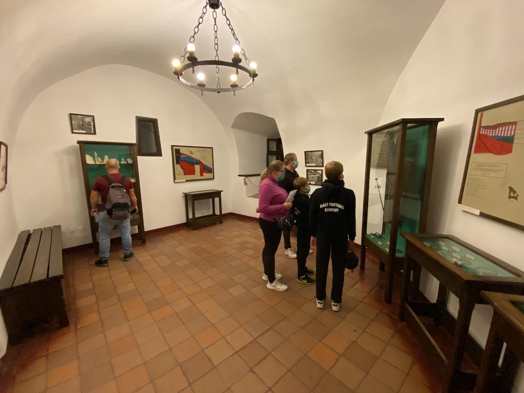 We wnętrzach zamku w Niedzicy urządzono muzeum, gdzie znajduje się m.in. wystawa archeologiczna