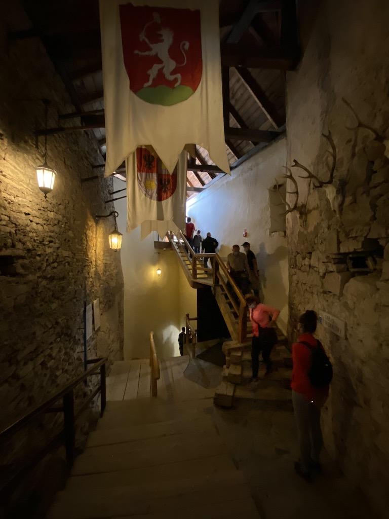 Przejście przez zamek średni