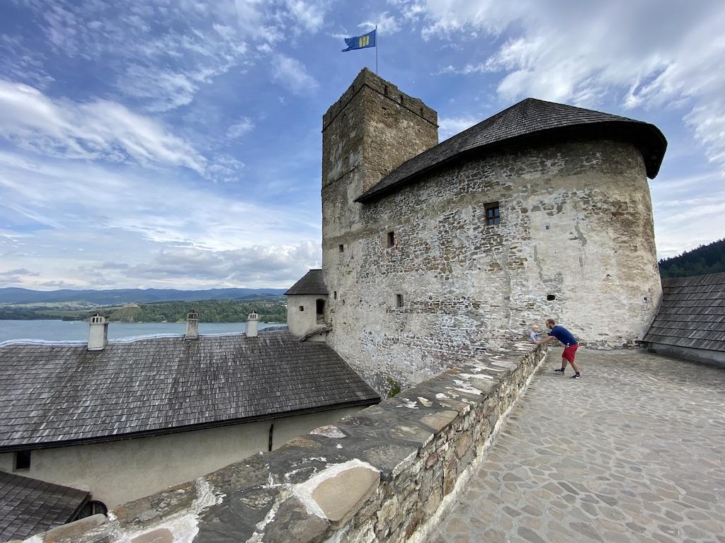 Taras widokowy zamku średniego, widok na zamek górny i wieżę