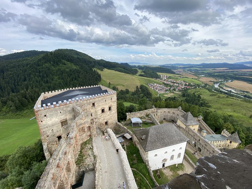 Widok z wieży Zamku Lubowla