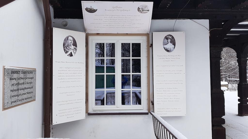 Inicjatorzy budowy domku – Hochbergowie – upamiętnieni tablicą pamiątkową