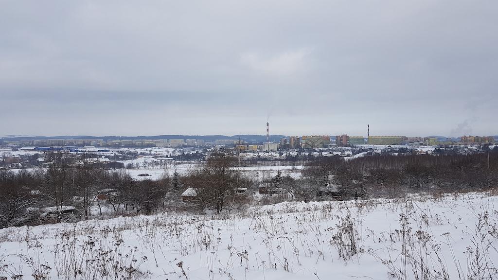 Widok ze zboczy wzgórza w kierunku N-NE. Z planowanej wieży zajrzymy we wszystkie strony świata