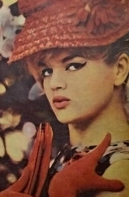 Violetta Villas (1938–2011) – śpiewaczka, artystka estradowa