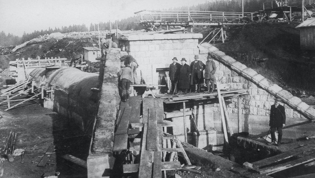 Budowa zapory na rzece Biała Desna (Bílá Desná)