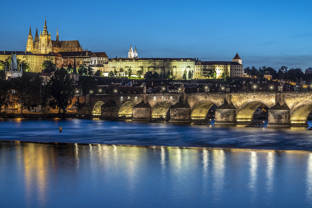 Podświetlony Most Karola i Hradczany