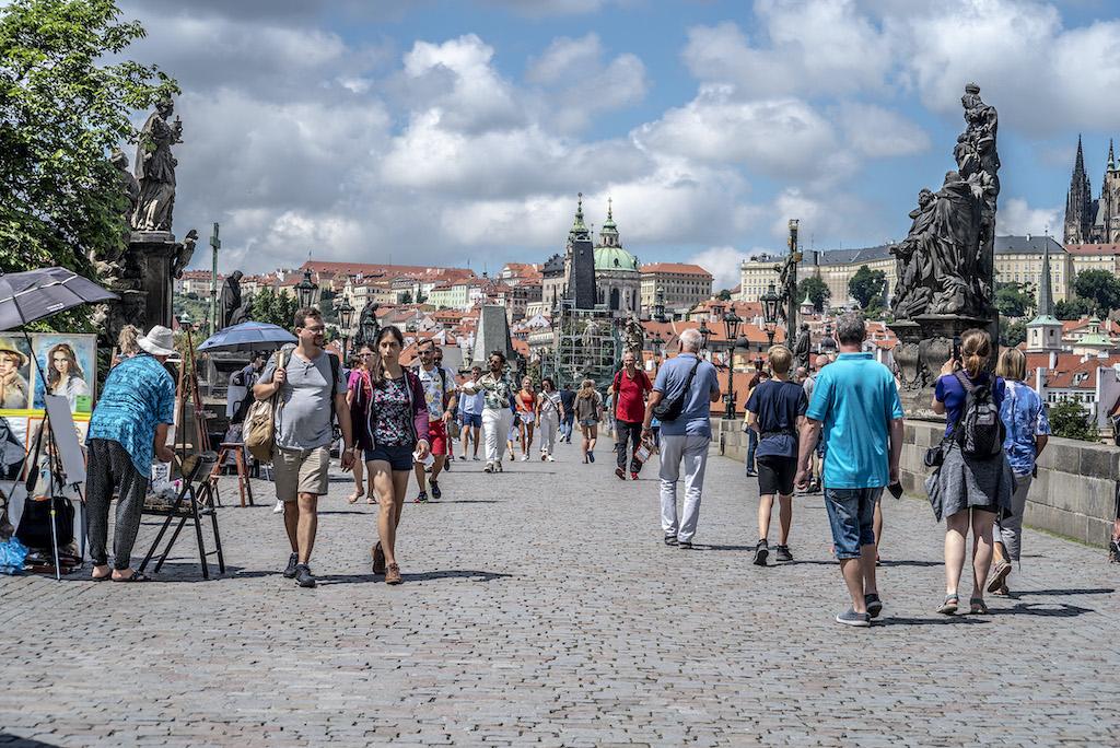 Most Karola w Pradze to najpopularniejsza atrakcja turystyczna w Pradze